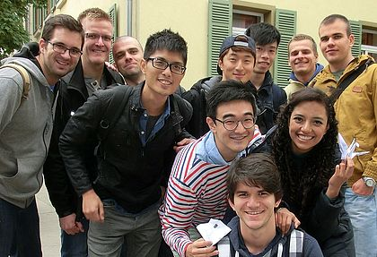 Gruppenbild verschiedener internationaler Studenten